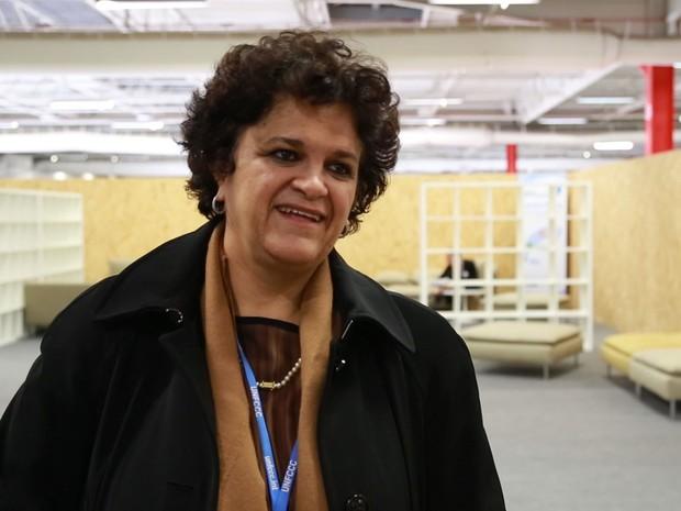 A ministra do Meio Ambiete Izabella Teixeira dentro do centro de mídia da COP21, em Paris, no sábado (5)  (Foto: Rafael Garcia/G1)