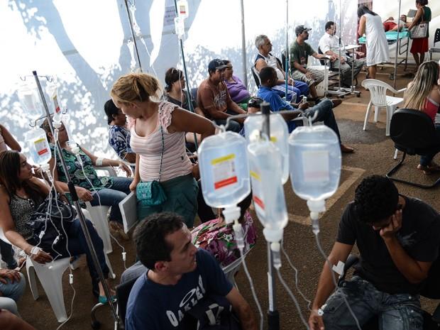 Hospital de campanha em Brazlândia atendeu 61 pessoas com dengue no primeiro dia de funcionamento (Foto: Fábio Rodrigues Pozzebom/ABr)