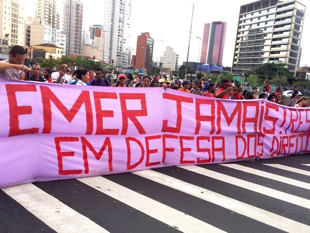 Manifestantes protestam contra o governo Temer no Largo da Batata, em São Paulo (Foto: Gabriela Gonçalves/G1)