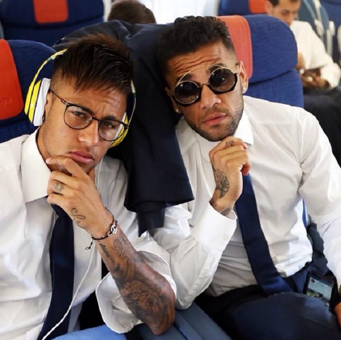 43ec6efde882b Neymar e Daniel Alves Barcelona viagem Munique