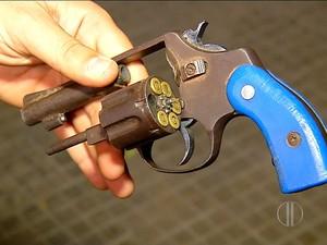 Polícia apreendeu arma usada durante assalto a ônibus em São José de Mipibu, na Grande Natal (Foto: Reprodução/Inter TV Cabugi)