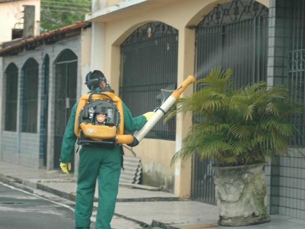 Cinco bairros de Belém com maior número de casos registrados de dengue são alvo de ações, como a borrifação,  coordenadas pela Sespa e Sesma. (Foto: Neldson Neves/Comus)