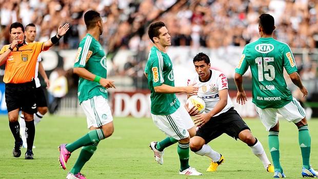 Paulinho no jogo do Corinthians e Palmeiras (Foto: Marcos Ribolli / Globoesporte.com)
