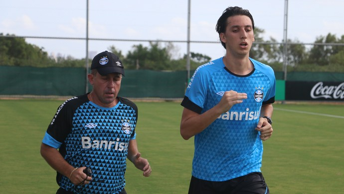 Geromel treina no Grêmio (Foto: Eduardo Deconto/GloboEsporte.com)