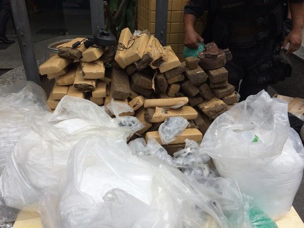 Foram apreendidos 500 quilos de maconha (Foto: Divulgação/ Polícia Militar)