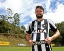 """João Paulo brinca com artilharia em treino: """"Às vezes sai um golzinho"""""""