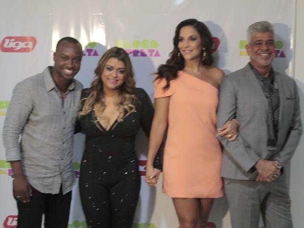 Thiaguinho, Preta Gil, Ivete Sangalo e Lului Santos em bastidores de show no Rio (Foto: Isac Luz/ EGO)