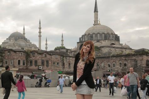 Titi Müller em Istambul, onde gravou para o Multishow (Foto: Divulgação)