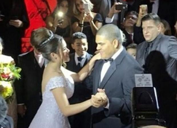 Maisa dança valsa com o pai, o empresário Celso Andrade (Foto: Instagram)