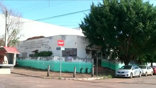 Prédio abandonado em frente ao maior hospital de Araguaína tem focos do aedes