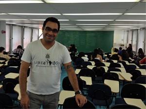 Daniel Perez, professor de literatura do cursinho Henfil (Foto: Ana Carolina Moreno/G1)