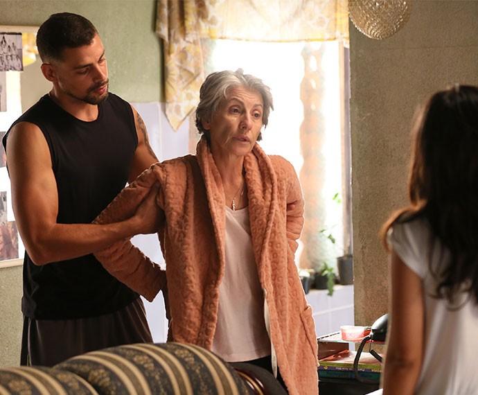 Maria Vitória desabafa com Juliano, quando sua mãe chega (Foto: Isabella Pinheiro/Gshow)