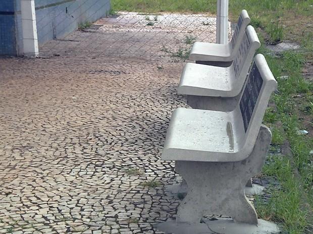 G1 bancos de concreto 39 aparecem 39 e faz prefeitura buscar - Bancos de cemento ...