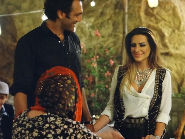 Bainca atura a família de Zyah em pleno Ano Novo (Foto: Salve Jorge/ TV Globo)