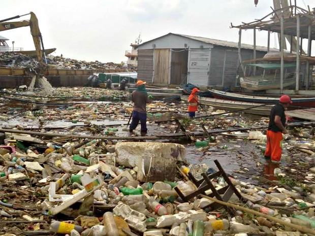 Igarapé poluído pelo lixo em Manaus (Foto: Semulsp/Divulgação)