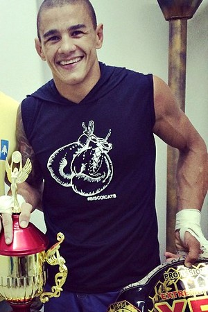 Anderson Biscoito foi um dos vencedores de cinturão do XFL 2 (Foto: Divulgação/Arquivo Pessoal)