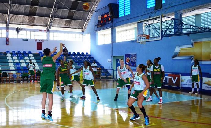 Seleção brasileira feminina de basquete treino Mundial Turquia (Foto: Danilo Sardinha/GloboEsporte.com)