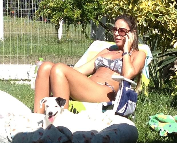 Francieli com seu cachorro, Zé Linguinha (Foto: Juliana Lessa/Gshow)