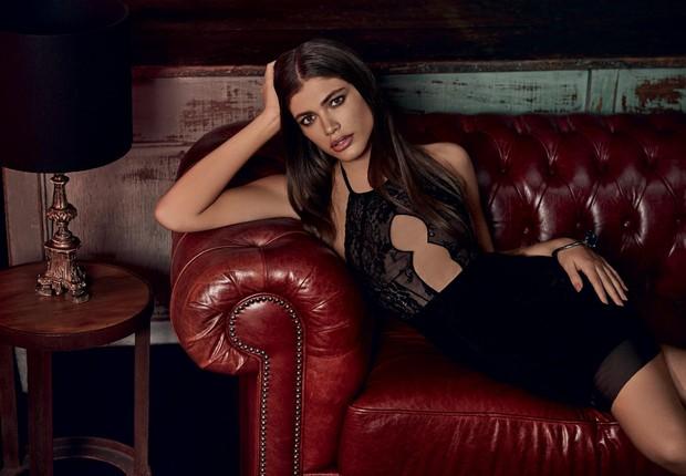 A modelo transexual Valentina Sampaio posa em campanha de lingerie da Hope (Foto: Re)