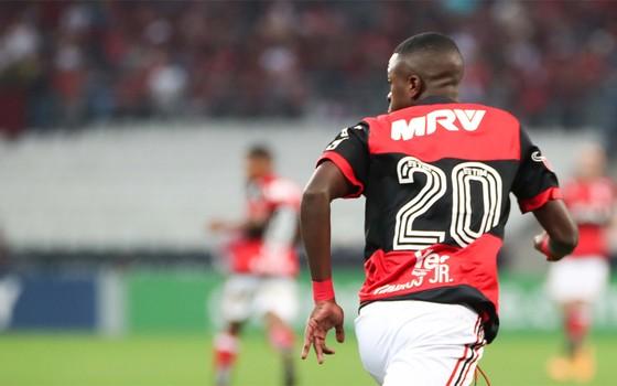 Vinicius Júnior, no Flamengo. A venda por R$ 164 milhões ao Real Madrid é a maior do futebol brasileiro (Foto: Gilvan de Souza / Flamengo)