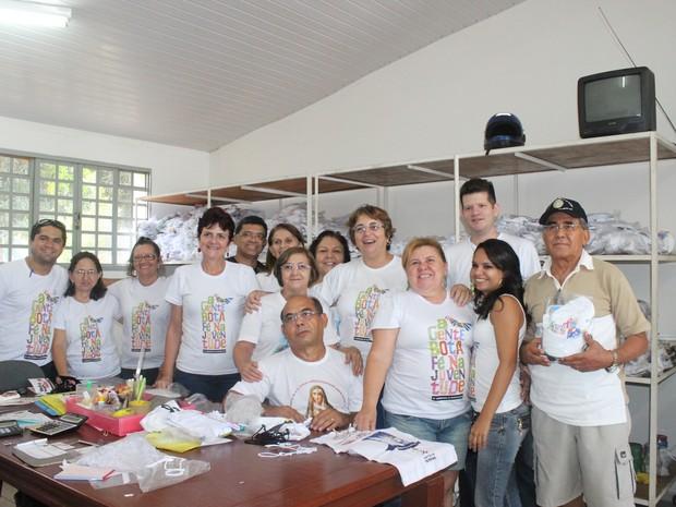 Voluntários trabalham que trabalham no Bazar da Caminhada da Fraternidade (Foto: Gilcilene Araújo/G1)