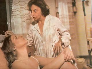 A carioca ganhou projeção nacional ao participar do filme 'Quando as Mulheres Paqueram' (1972), de Victor di Mello. Em 'A Noite dos Duros' (1978), de Adriano Stuart, atuou ao lado de Antônio Fagundes e Marco Nanini. Outras produções que estrelou são: 'Um Varão Entre as Mulheres' (1974), de di Mello, 'Os Maníacos Erótico' (1975), de Alberto Salva e 'Ouro Sangrento' (1977), de César Ladeira Filho. Posteriormente fez novelas de destaque, como 'Roque Santeiro' (1975), 'O Casarão' (1976), sendo seu último trabalho na televisão até agora 'Morde e Assopra' (2011). (Foto: Reprodução)