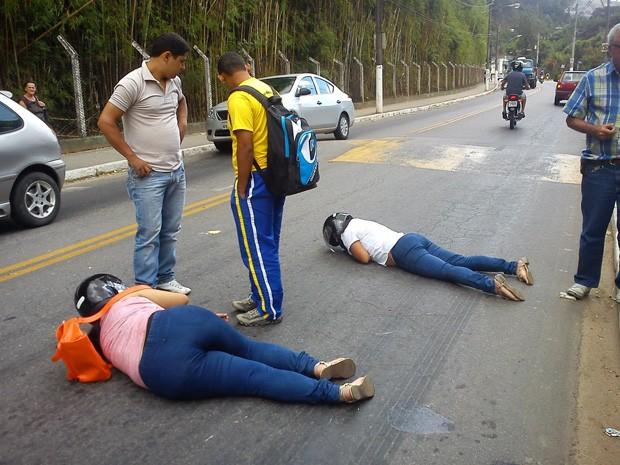 Mulheres ficam feridas após acidente com motociclistas em São Lourenço (Foto: Rogério Brasil / Opopular.net)