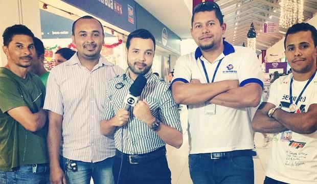 Luiz Ricardo e equipe gravam externa (Foto: Arquivo Pessoal)