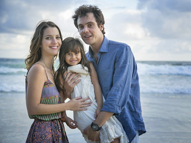 Os pais de Bella estão radiantes com a família (Foto: Raphael Dias / Gshow)
