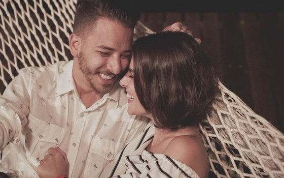 Junior Lima e a mulher,  Mônica Benini, mal podem esperar para o bebê nascer (Foto: Divulgação)