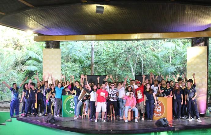Escolas comemoram resultado do segundo dia de disputa do 'Cante o que Vier' (Foto: Katiúscia Monteiro/ Rede Amazônica)
