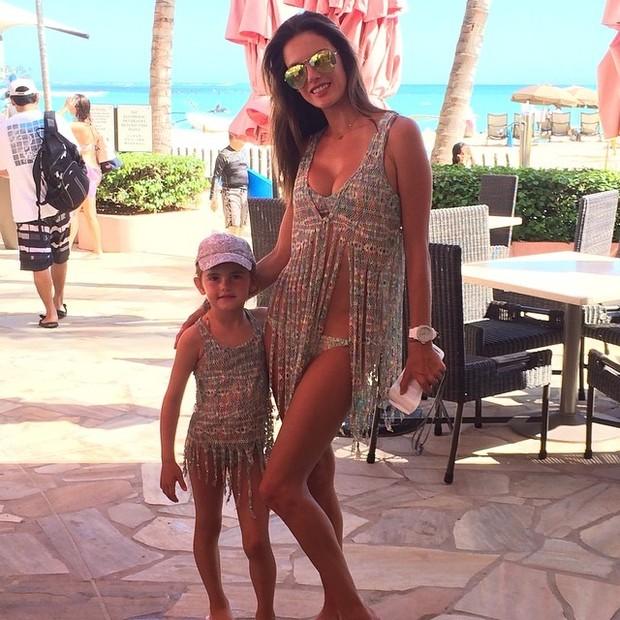 Alessandra Ambrósio e a filha, Anja (Foto: Instagram/ Reprodução)