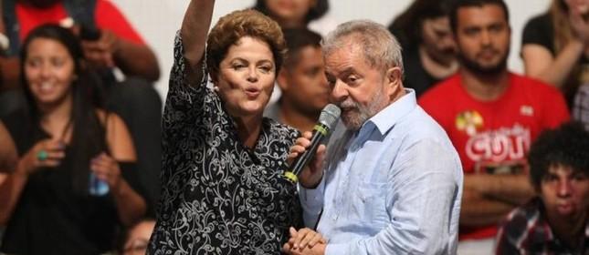 Dilma Rousseff e Lula, comício em Itaquera, na Zona Leste de São Paul (Foto: Michel Filho / Agência O Globo)