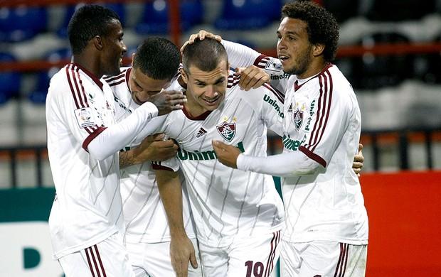 Wagner comemora gol do Fluminense contra o Huachipato (Foto: Victor Ruiz / AP)