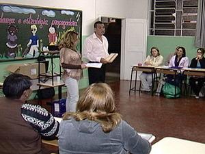 Professores são capacitados para atender alunos deficientes em Araxá (Foto: Reprodução/TV Integração)