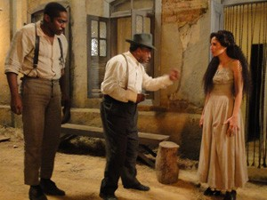 Afonso expulsa Isabel (Foto: Lado a Lado/TV Globo)