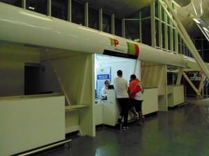 Apenas o guichê da TAP Linhas Aéreas estava funcionando no Augusto Severo (Foto: Fernanda Zauli/G1)