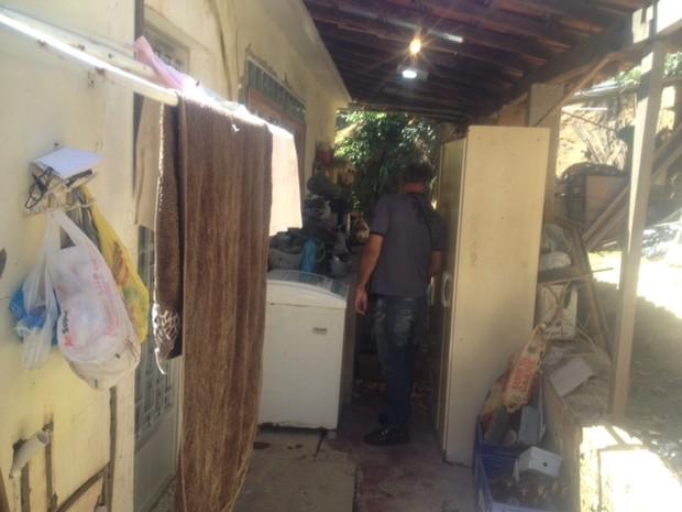 Casa que funcionava como clínica de aborto em Niterói, no RJ, tinha condições insalubres (Foto: Alba Valéria Mendonça/G1)
