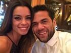 Joana Sanz posta fotos de Natal romântico com Daniel Alves