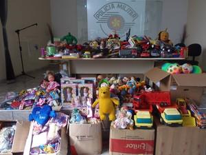 Policiais arrecadaram 750 brinquedos para crianças carentes (Foto: Divulgação/PM)