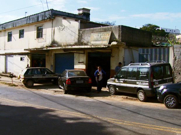 Polícia descobre desmanche de carros clandestino em Varginha (MG) (Foto: Reprodução EPTV)