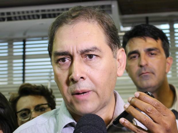 Bernal volta ao gabinete da prefeitura (Foto: Gabriela Pavão/ G1 MS)