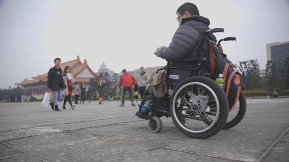Vincent é o criador da organização 'Hand Angels'  (Foto: BBC)