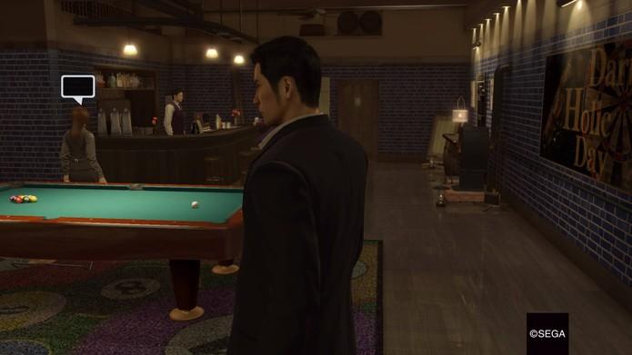 Bares com jogos em Yakuza 0 (Foto: Reprodução/Felipe Vinha)