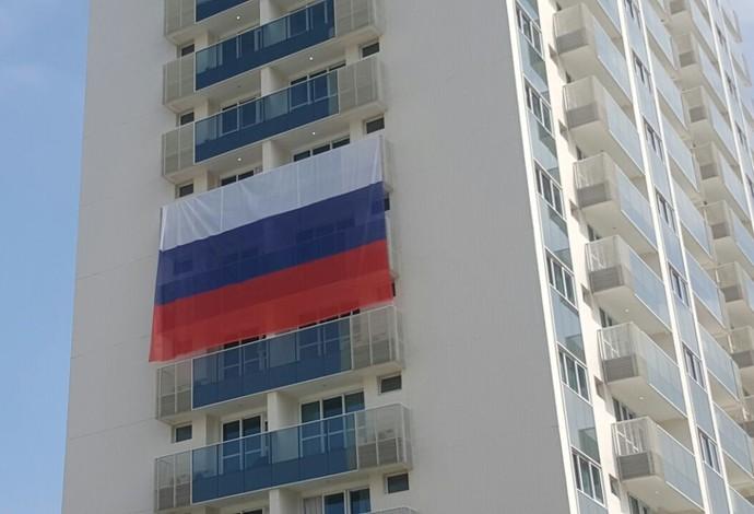 bandeira rússia vila (Foto: GloboEsporte.com)