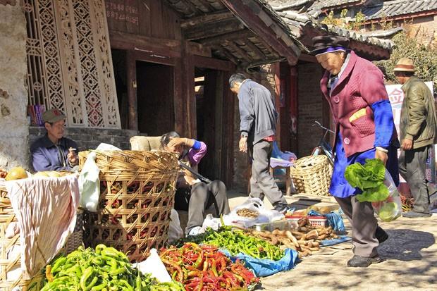 A feira de rua emLijiang, na província de Yunnan, é uma antiga tradição que se mantém por décadas, talvez séculos (Foto: Giselle Paulino)
