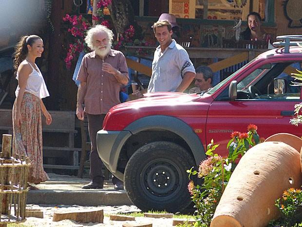 Bibiana fecha negócio com Chico (Foto: Flor do Caribe / TV Globo)