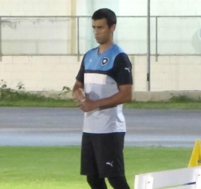 Guilherme Camacho treinou pela primeira vez no gramado do Engenhão (Foto: Gustavo Rotstein / GloboEsporte.com)