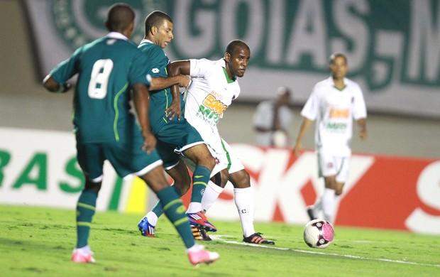 Amaral e Bruninho, Goias e Ipatinga (Foto: Carlos Costa / Futura Press)