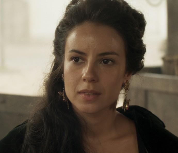 Joaquina fica intrigada com os olhares de Virgínia (Foto: TV Globo)